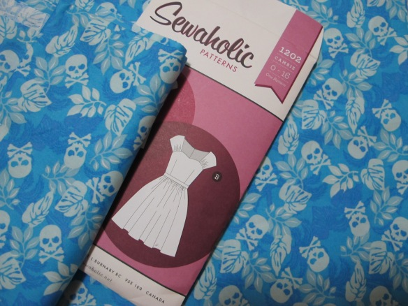 Sewaholic Cambie - pretty little cotton skulls