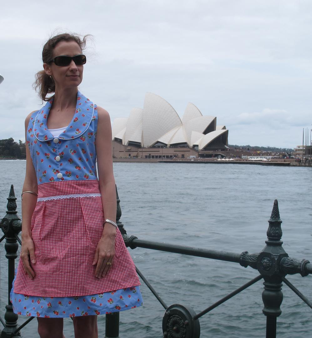 White apron sydney - Doesn T Everyone Wear Aprons When Sightseeing