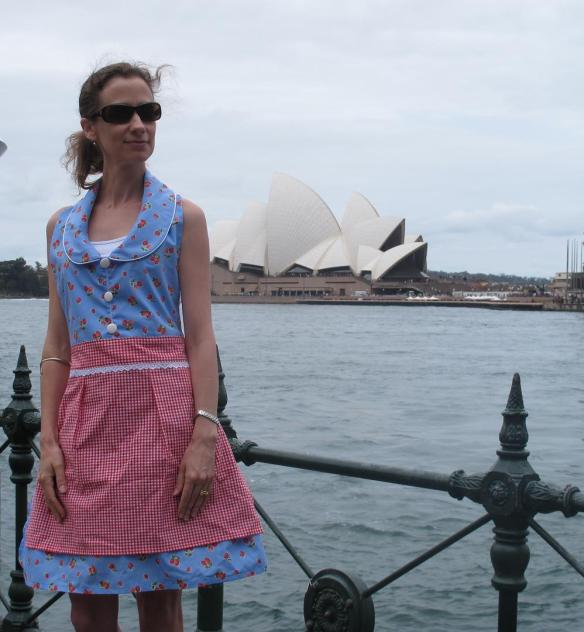Doesn't everyone wear aprons when sightseeing?