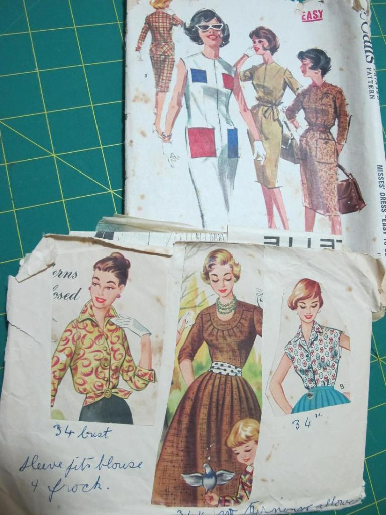Grandma's patterns - I've just realised what the blog accessories department is lacking! GLOVES!!