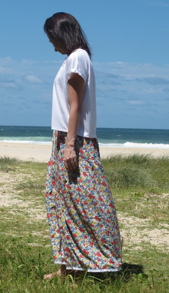Stylish Skirts - tiered floral side beach