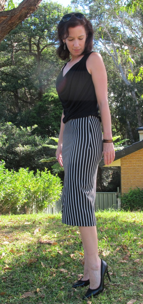 The Taylor Skirt sides are shaped with a dart. There is no side seam.
