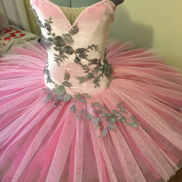 Tutu with cut-out lace motifs