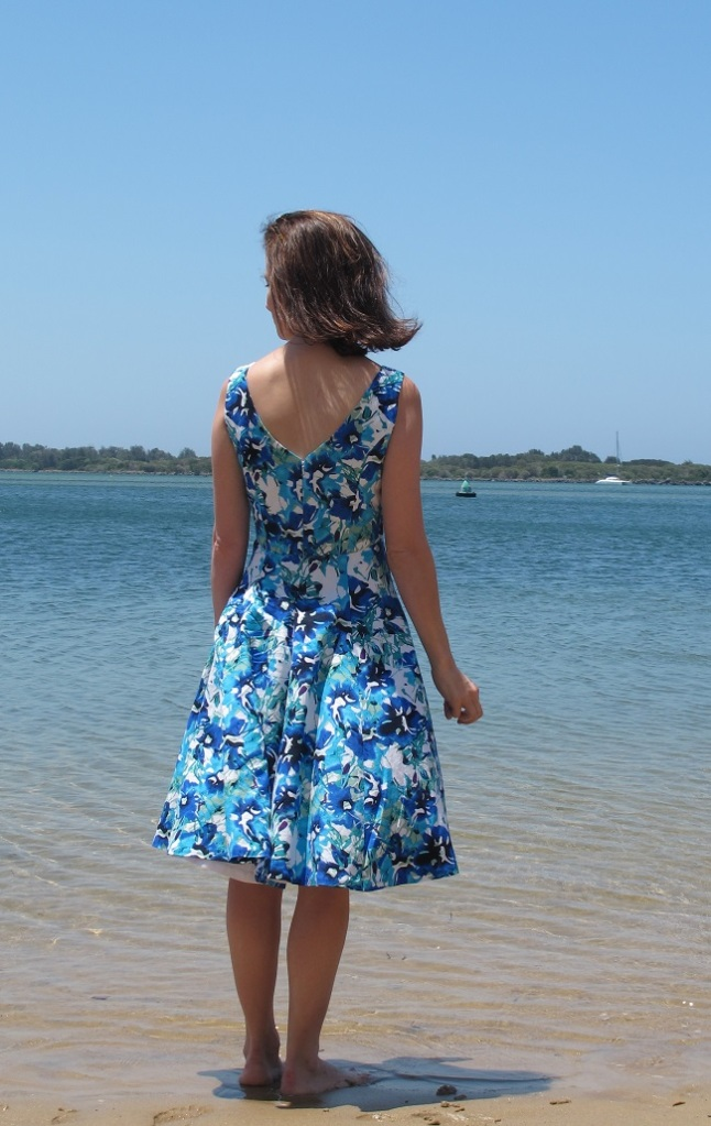 I love the back view of this dress. LOVE IT,