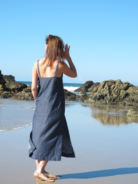 Excuse creases and wrinkles - that's linen for you - and I took photos of four different garments in this lunch break! You have to make use of spare time when you can find it. Let's not talk about the ten surfers that came and jumped into the water as I took the photos...
